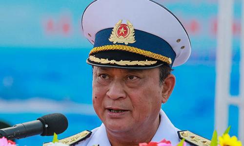 Former top naval officer loses commander position