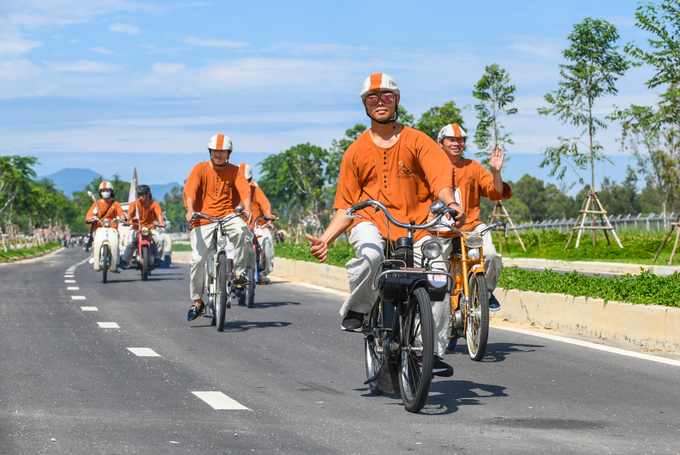 About 60 two and three-wheeled motorbikes from famous brands including Solex, Peugeot and Babetta, some more than 50 years old, also participated in the parade.