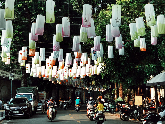 Lanterns illuminate along Phung Hung Street in downtown Hanoi. Photo by VnExpress/ Duc Nguyen.