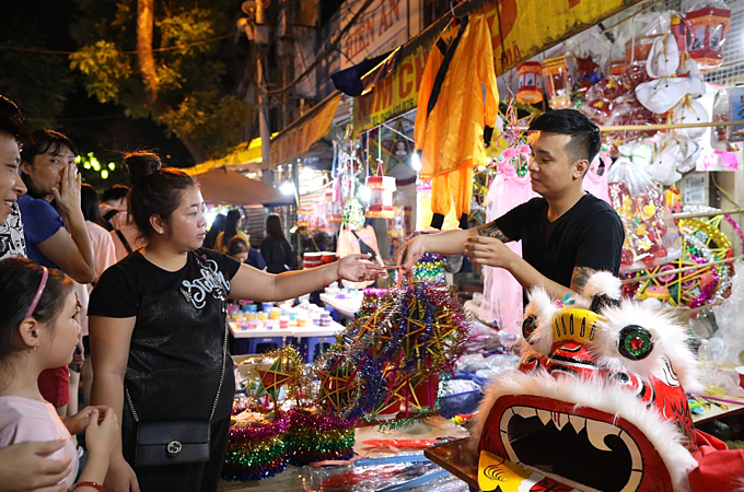 Small-sized star lanterns sell like a hot cake, my family consumes hundreds of lanterns each day, said Nguyen Huan, a local shop owner.