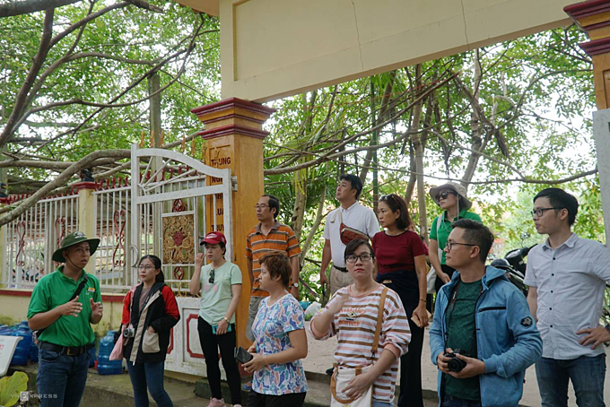 There is no admission to enter the relic. Ba Hon, the relic staff said its peak time is usually the morning, which is also when many foreign tourists come. Vietnamese customers often go here at noon and late afternoon, she said.