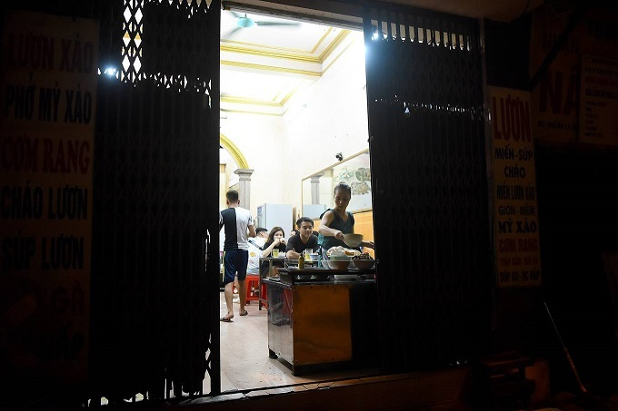 At this restaurant in Ba Dinh, the owner no longer serves on the sidewalk. Inside, the business booms after midnight.