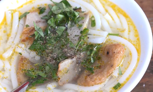 At $0.2 a pop, you can't go wrong with this Nha Trang fish cake noodles