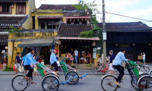 Teenagers arrested for groping, robbing British woman in Hoi An