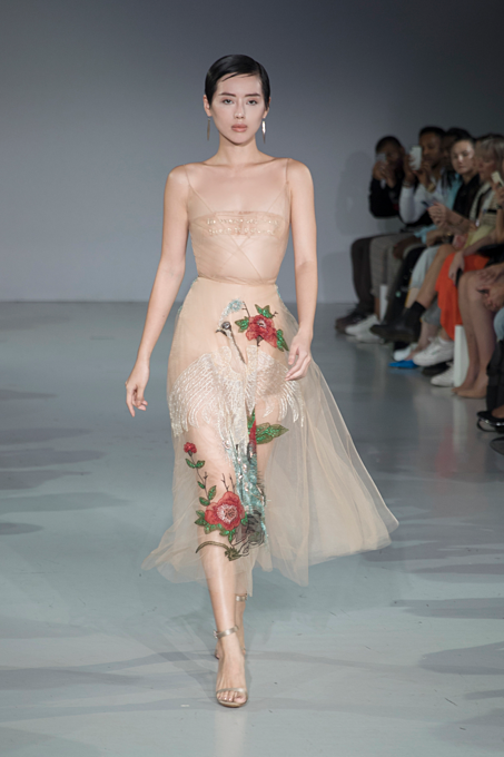 Hung's Spring – Summer 2020 collection features 20 new designs. Walking the runway as the vedette of the show, Vietnamese model Khanh Linh wore two beige sheer dresses.