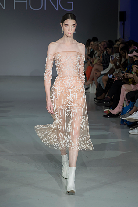 Hung chose a lot of ball dresses for his debut at London Fashion Week. His designs are seen as having a romantic style that mixes Asian and Western inspirations with hand embroidery on silk.