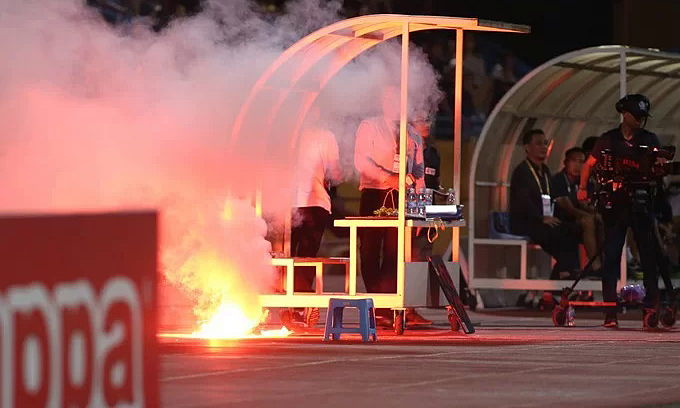 Flare shooter in Hanoi - Nam Dinh football match arrested