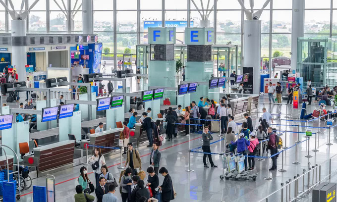 South Korean steals wallet at Hanoi airport