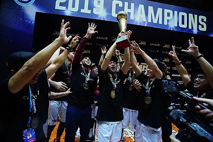 Saigon Heat player celebrate their first VBA title. Photo courtesy of Vietnam Basketball Association.