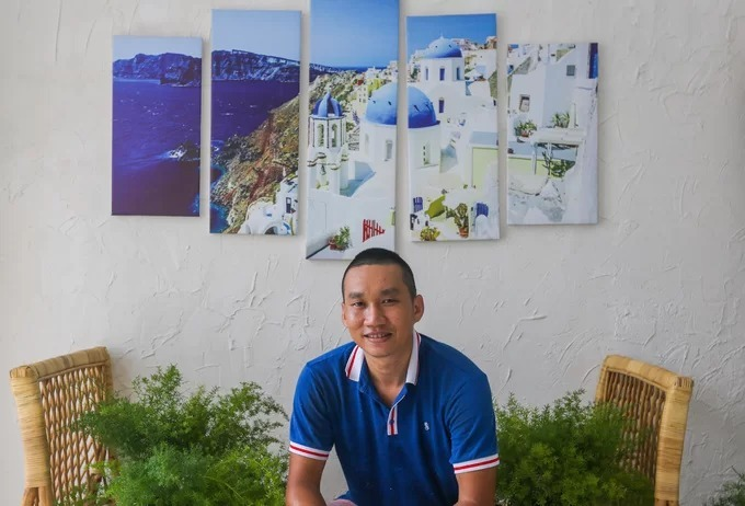 Ive missed two chances to go to Santorini. But I love that place so much that I did some research on similar islands in other places, too, like Italy and France, and tried to bring a bit of those styles into my café, Tuan said.