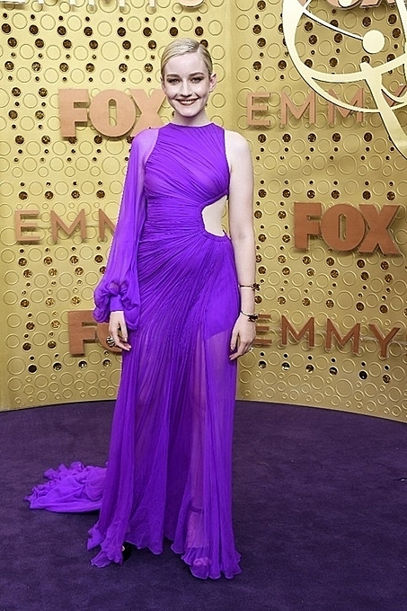 Julia Garner in the purple gown designed by Cong Tri. Photo by AFP.