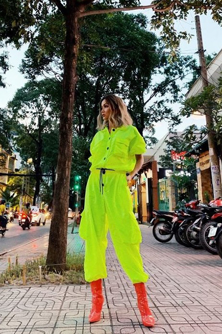 Miss Universe Vietnam, HHen Nie, stands tall and shines bright in a combination of red boots and chartreuse outfits.