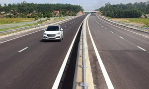 Vietnam rules out foreign investors for 8 North-South Expressway sections