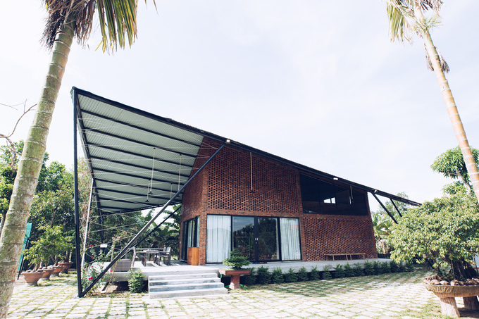 Located on a countryside are of the central city of Da Nang, The Kite House is a gift of a son to his parents.