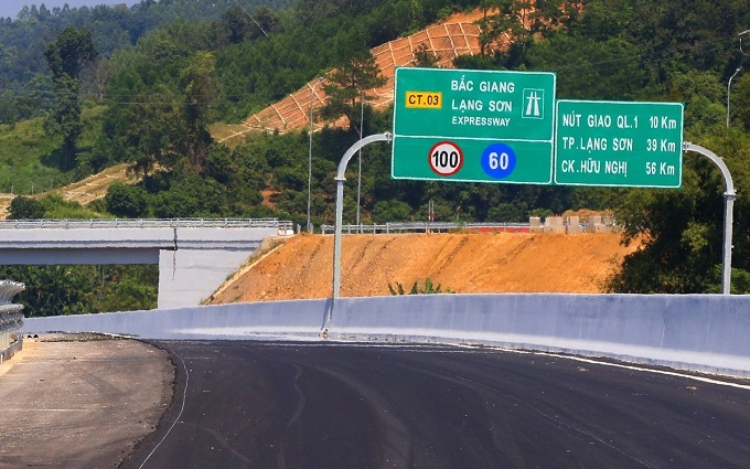 Dozens of road signs have been installed along the expressway.