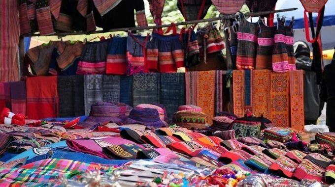 Traditional brocade products with diverse patterns and vibrant colors. Photo courtesy of Quang Ngai Newspaper.