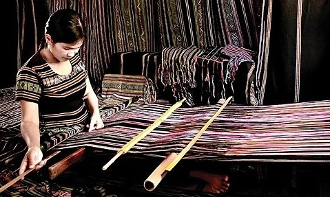 H're brocade weaving wins national cultural heritage recognition
