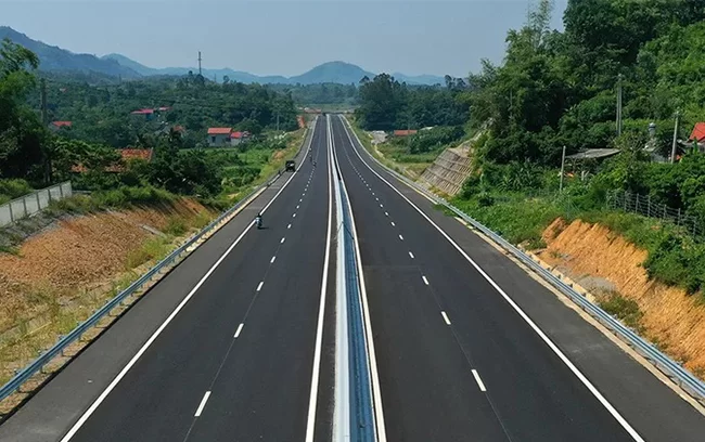 Expressway between Hanoi and China border completed