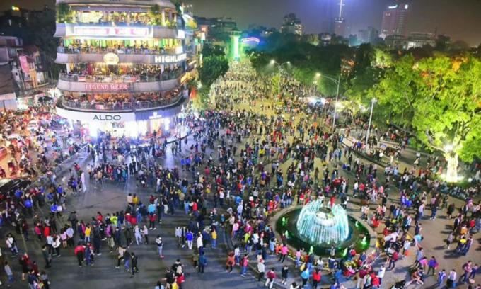 Hanoi mulls extending vehicle ban on walking streets