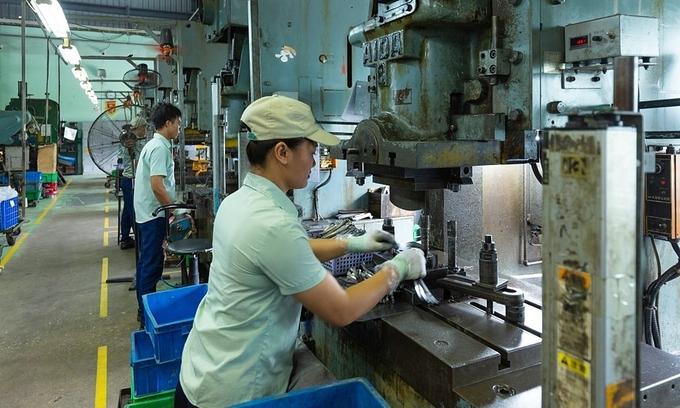 Fitch ups Vietnam growth forecast, but warns of bottlenecks