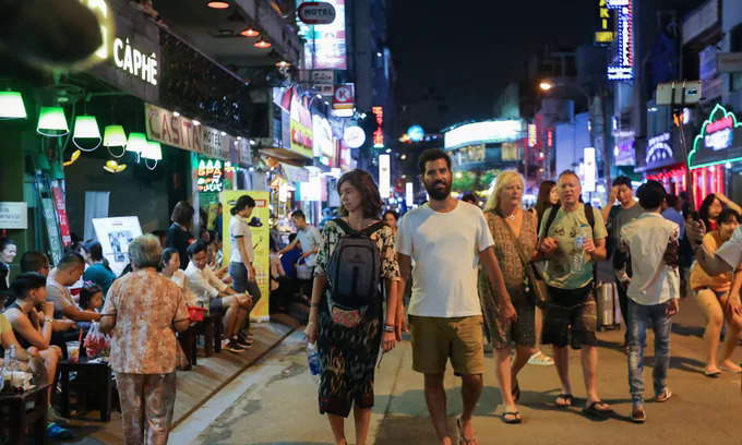 Foreign tourists on the pedestrians-only Bui Vien Street in District 1. Photo by VnExpress/Quynh Tran.