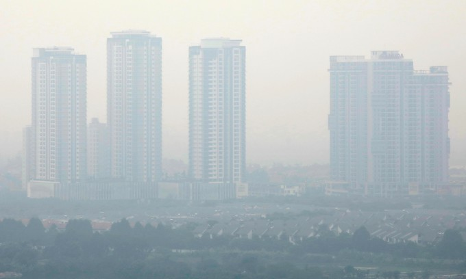 PM Phuc wants Hanoi, HCMC to do more to tackle air pollution