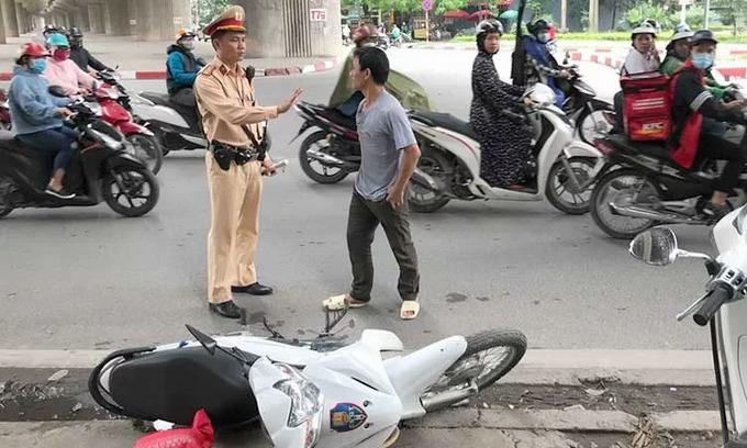 Vietnamese traffic police could get guns soon