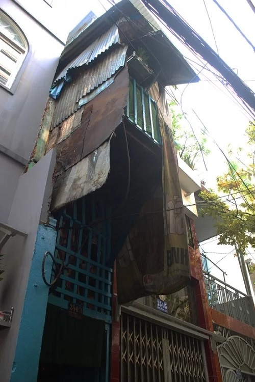 The one-meter wide, seven-and-a-half-meter long house is the home of Nguyen Van Ton, 82, his wife Trinh Thy Y,74,their daughter, 53, and her grandchild, 12.