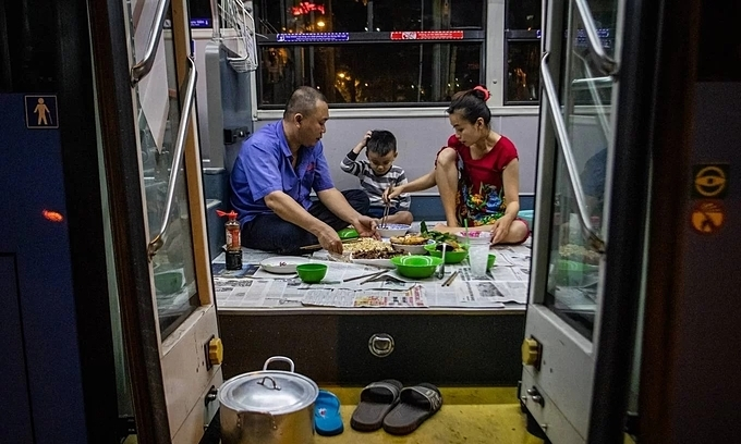 Saigon couple move in and move on – in a bus
