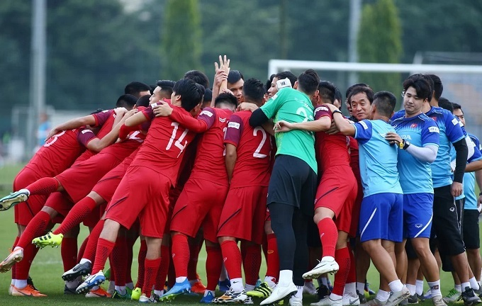 Vietnamese football players have started their training session for the upcoming game on Sunday at the Vietnam Youth Football Training Center.
