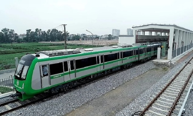 A train of Hanois Cat Linh - Ha Dong metro line run on trial. Photo by VnExpress/Giang Huy.