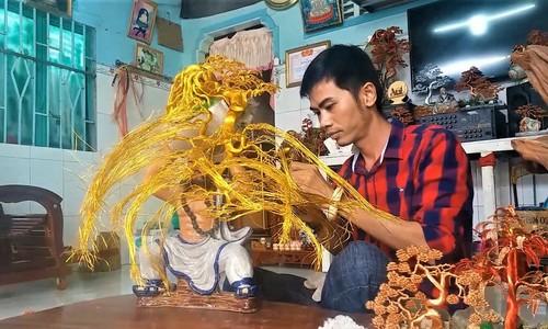 Vietnamese artist makes copper wire bonsai trees
