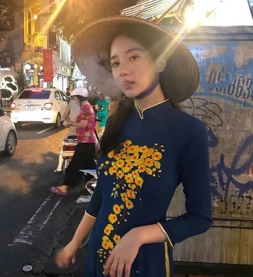 Foreign stars criticized for tainting the image of Vietnamese ao dai - 3