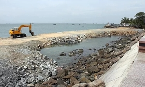 Vietnam beach town suspends sea-encroaching tourism project
