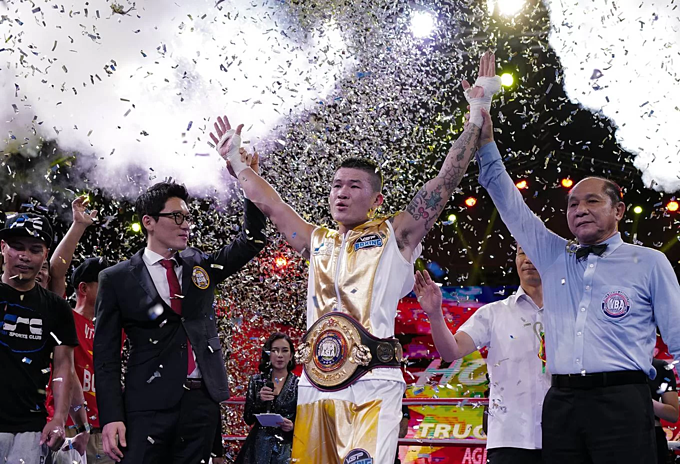 Hoang is the first Vietnamese boxer to wins the championship title of the WBA Asia East.