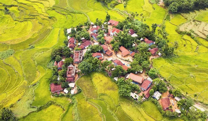 A birds eye view of the Hre ethnic minority village in the mountainous commune of Son Ba, Son Ha District. Quang Ngai has 14 districts and towns, of which Son Ha and Son Tay districts are said to have the most beautiful terraced fields.