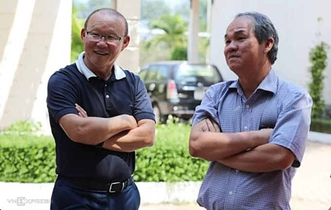 Coach Park Hang-seo (L) with Doan Nguyen Duc, owner of Hoang Anh Gia Lai football club, in March 2019. Photo by VnExpress/Duc Dong.