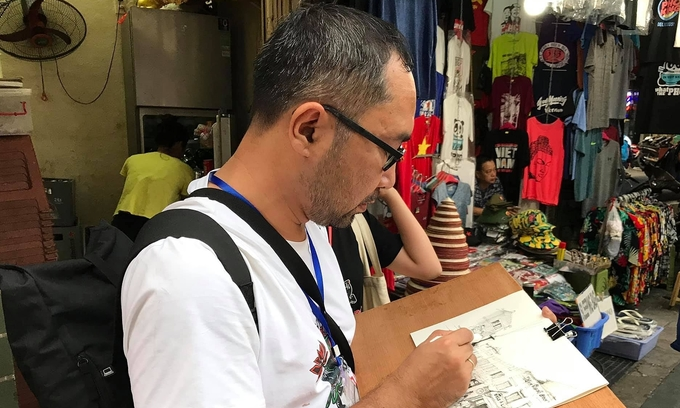 Sketching artists inspire love for Hanoi