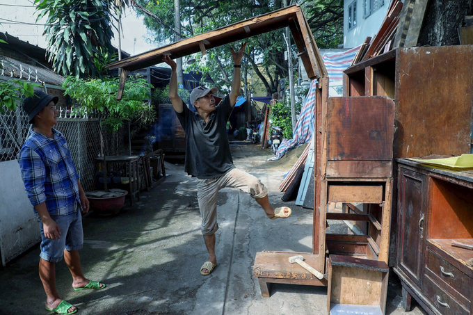 Bustle and hustle in Saigons antique wooden market