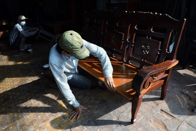 Bustle and hustle in Saigons antique wooden market - 2