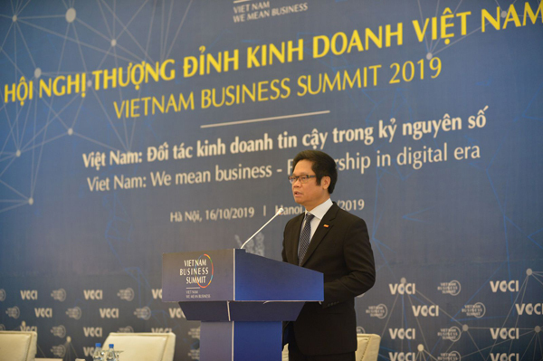 Mr Vu Tien Loc, President of Vietnam Chamber of Commerce and Industry.