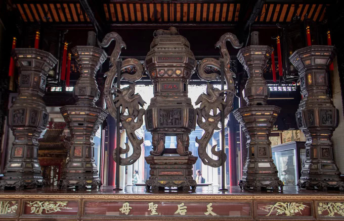 The pagoda management said the place has nearly 400 antiques, including seven idols of gods, six stone idols, nine stone steles and four bronze incense burners.