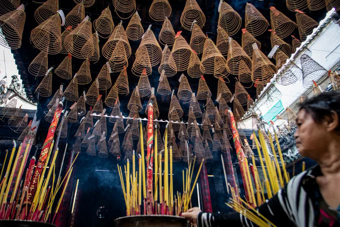 Another highlight of the pagoda is the hanging incense sticks. Visitors can buy incense sticks and write down their wishes and hopes on a piece of paper. The pagoda administrator then hangs the incense up high as if sending the prayers to the goddess.