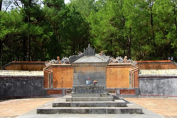 The tomb of the king was built of delicate stone with intricate carvings. This is a signature architecture of the Nguyen Dynastys tomb.