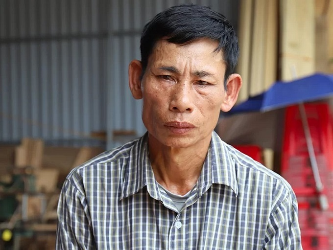 Grief-stricken Nguyen Dinh Gia, father of 20-year-old Nguyen Dinh Luong, fears his son died in the refrigerated container truck in the U.K. Photo by VnExpress/Duc Hung.