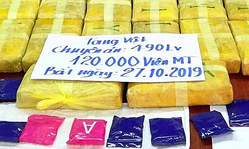 Lao man caught smuggling 120,000 ecstasy pills into Vietnam