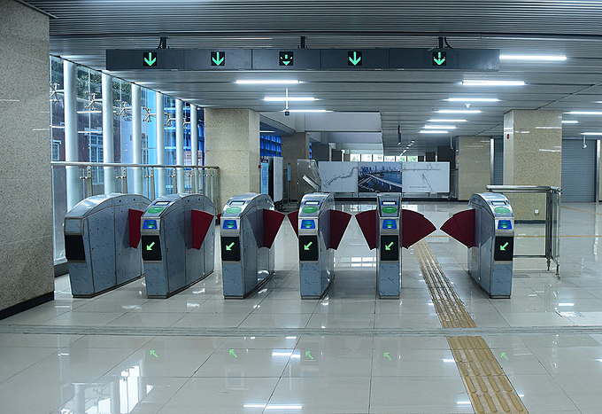 Even though no passengers have been allowed in, automatic ticket gates and lighting are turned on for inspection.