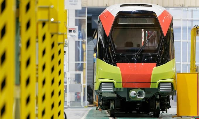 'Dragon fruit' train to color second Hanoi metro line