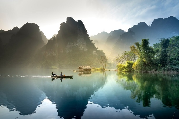 Na Hang Lake in Tuyen Quang Province. Photo by Shutterstock/Quangnguyenvinh.
