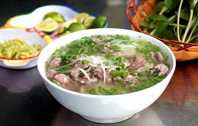 A bowl of pho at Hai Trieu costs around VND55,000 ($2.37). Photo by VnExpress/Di Vy.